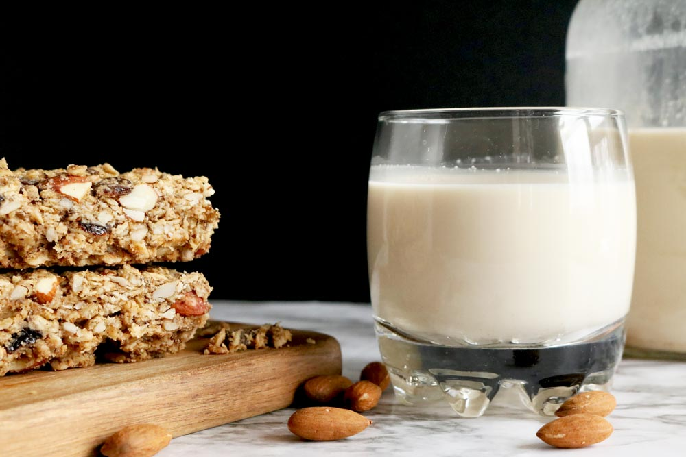 3 Ingredient Naturally Sweetened Almond Milk