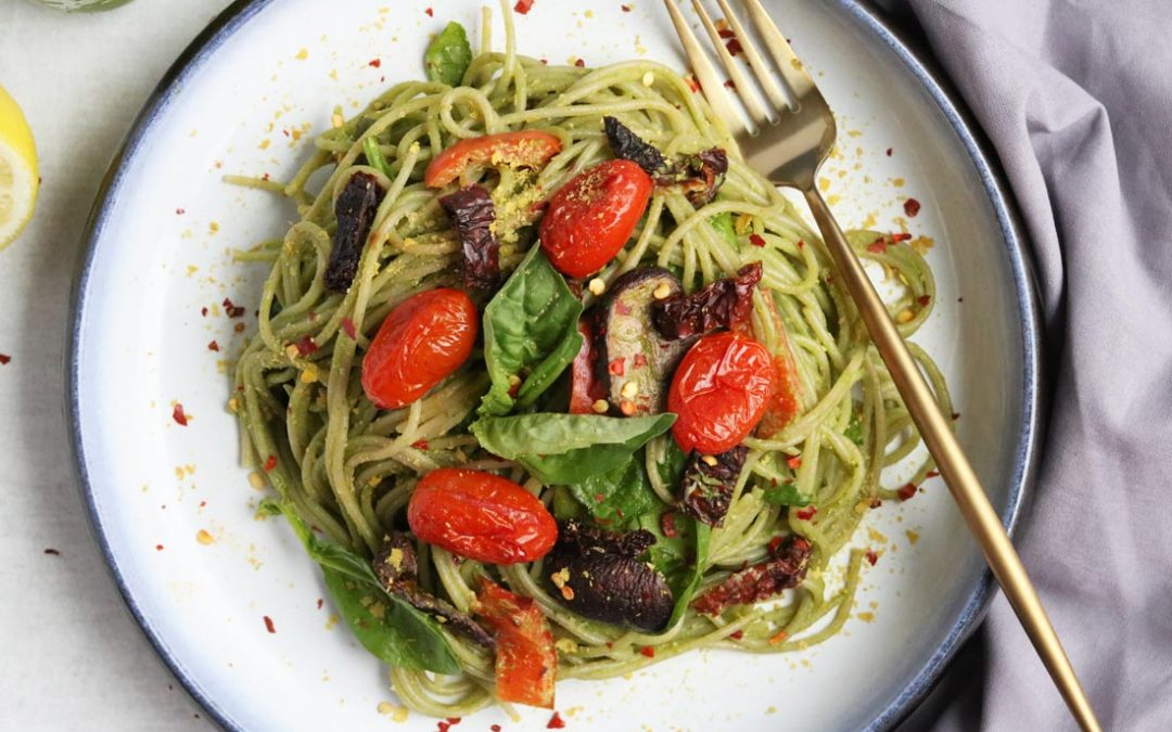 Easy Gluten-free Pesto Pasta With Roasted Veggies (Vegan)5 min read