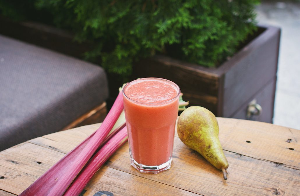 Is Blending Better Than Juicing? The Science On What's Healthier For Your Body