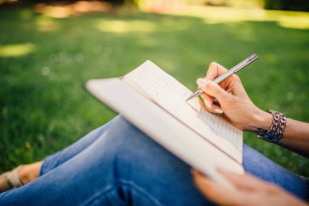 Top 5 Ways Journaling & Writing Help to Reduce Stress and Anxiety